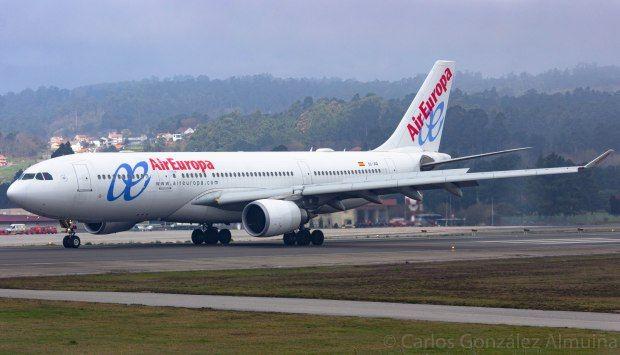 Airbus 330-200 de Air Europa en el aeropuerto de Vigo en 2019. // Carlos González