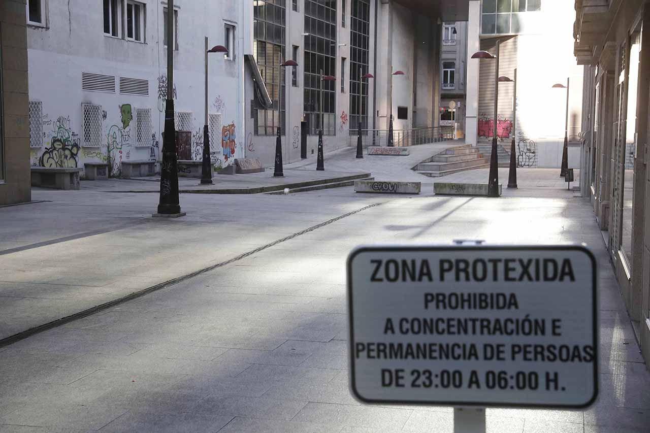 Zona precintada en Montero Ríos para prevenir el botellón Pablo Hernández.jpg