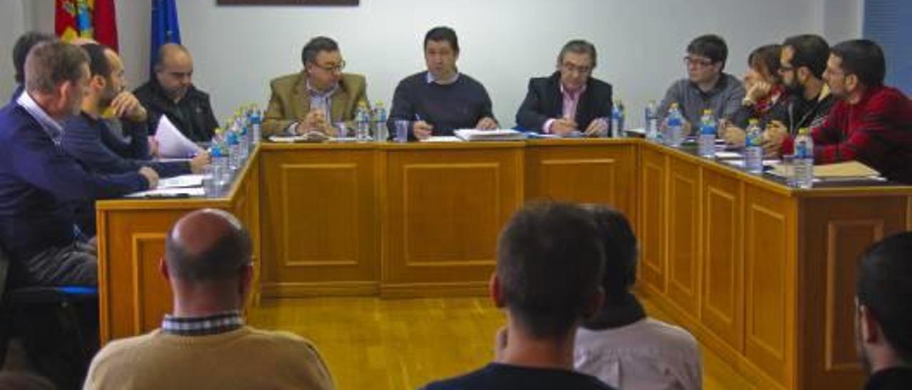 Los representantes del consorcio reunidos en Beniarrés.
