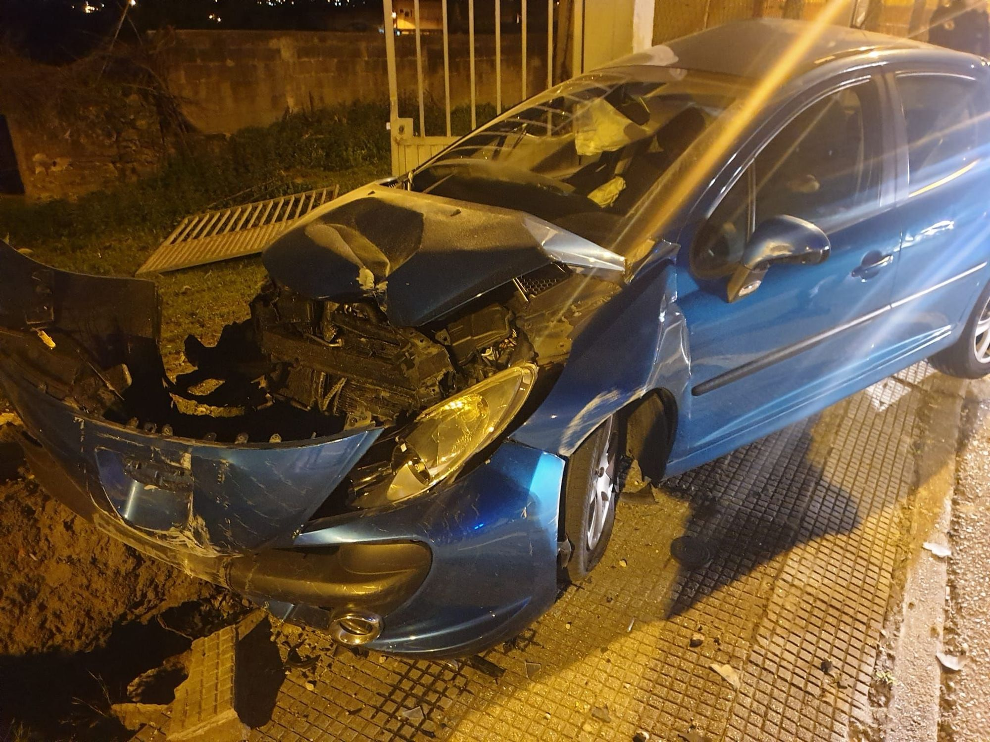 Accidentes de tráfico en Vigo | Destroza su coche contra un muro uno de los implicados en el siniestro mortal de un matrimonio en Vigo