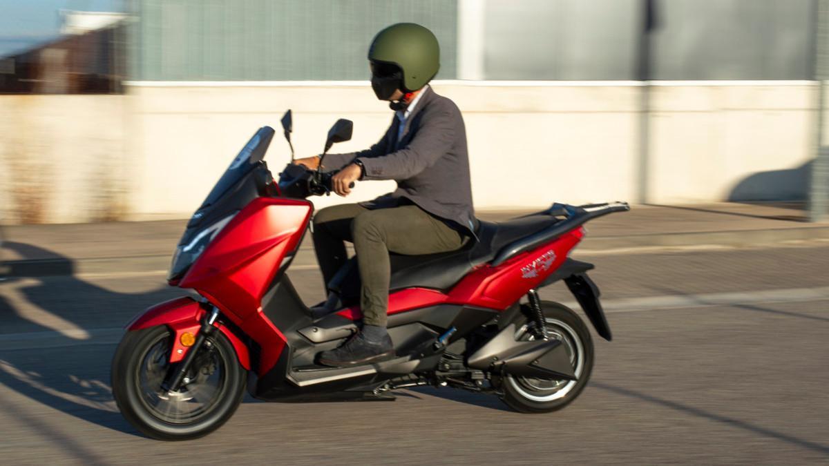 Nuevo Invicta Electric T10 Neila, el scooter GT eléctrico ideal para todos los públicos