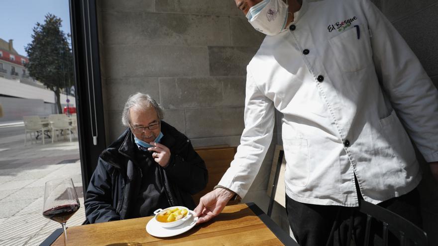 Oviedo empieza a degustar diez mil euros de campanu convertidos en cien tapas gratuitas de mamitako