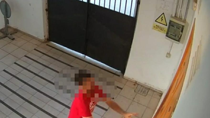 La policía de Xeraco detiene a un hombre pillado por las cámaras entrando al cementerio