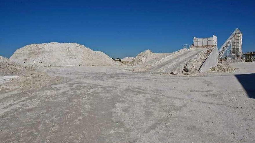 Investigadores del Instituto Geológico estudian los recursos de litio en la zona de Muga de Sayago