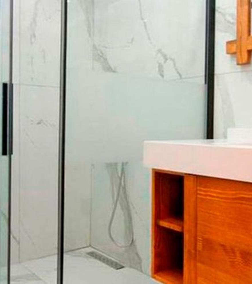 El objeto de moda que te permitirá limpiar la mampara de la ducha en 20 segundos