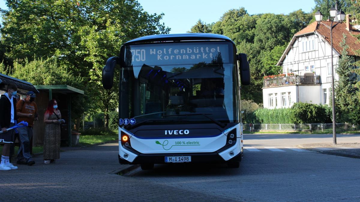El autobús eléctrico Iveco E-Way logra un nuevo récord de autonomía