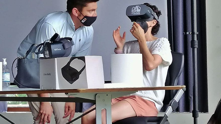 El parque de Redes enséñase con unes gafes de realidá virtual qu'ufierta a los visitantes