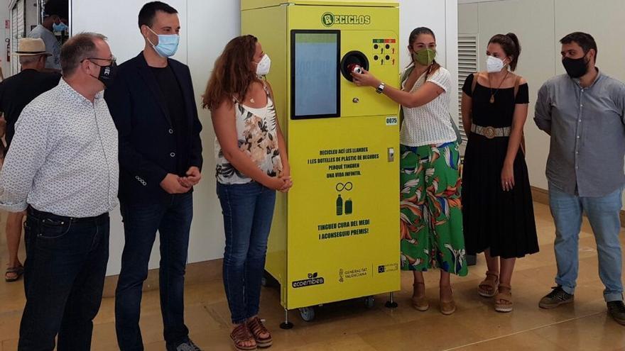 El Consorci de Castelló del Nord incorpora máquinas de recompensa a la hora de reciclar
