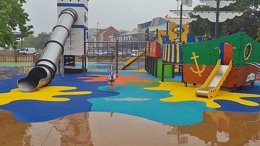 Los niños de Moaña ya pueden usar el Parque do Barco, con 7 columpios adaptados y aforo de 100 personas
