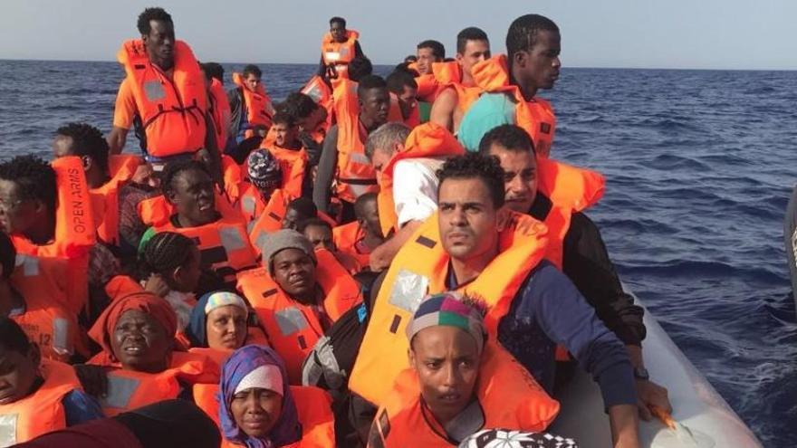 Arriben a Barcelona les 60 persones rescatades per l'Open Arms