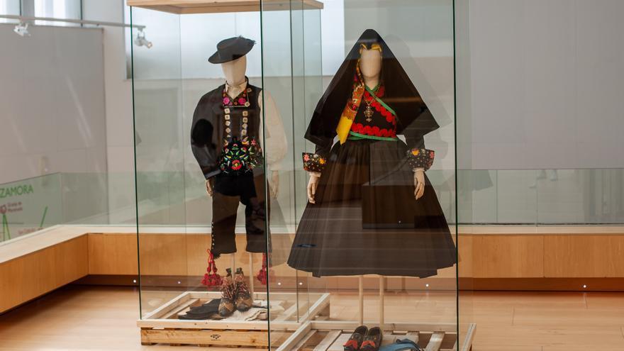 GALERÍA   La inauguración de la muestra de indumentaria tradicional en Zamora, en imágenes
