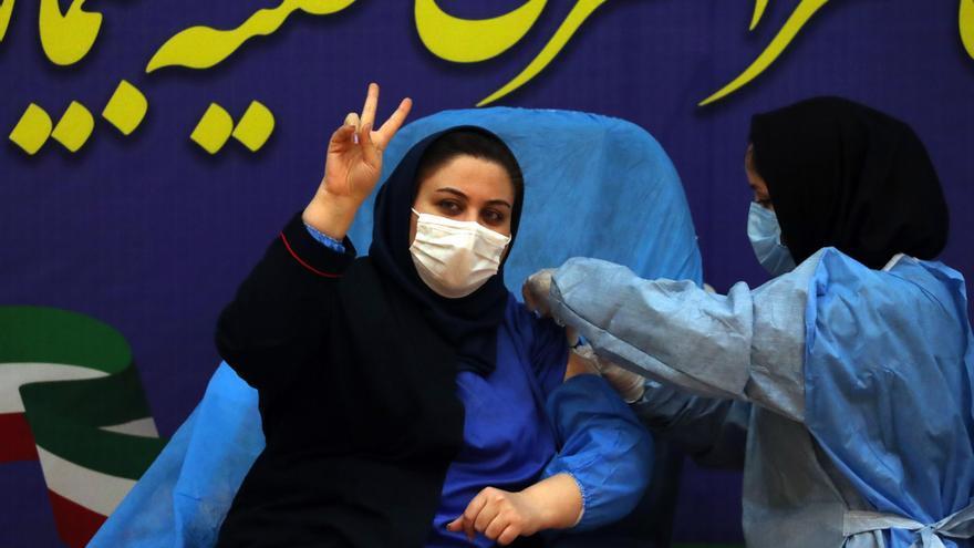 Irán negocia con la UE comprar vacunas estadounidenses