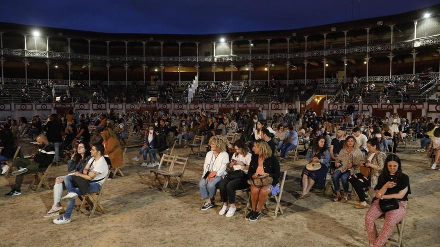 Así se asiste a un espectáculo en la era coronavirus en Gijón: con controladores, sentados, mascarillas y distancia de seguridad