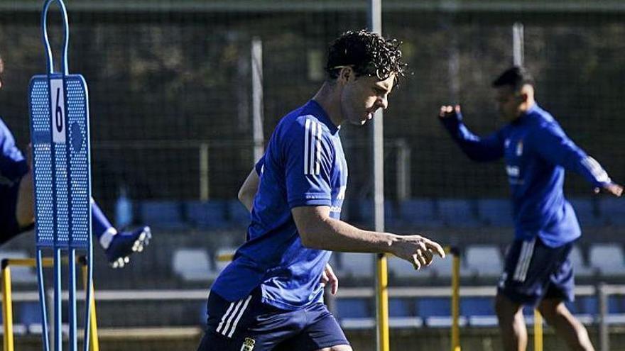 """Rodri confirma que tiene una cláusula de renovación con el Oviedo: """"Tendría que jugar el 50% de los partidos"""""""