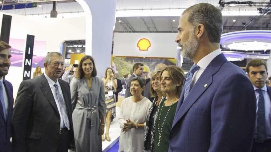 El Rey visita el estand de Reganosa en la feria Gastech de Barcelona