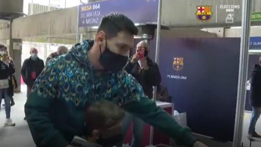Messi vota por primera vez en unas elecciones a la presidencia del Barça