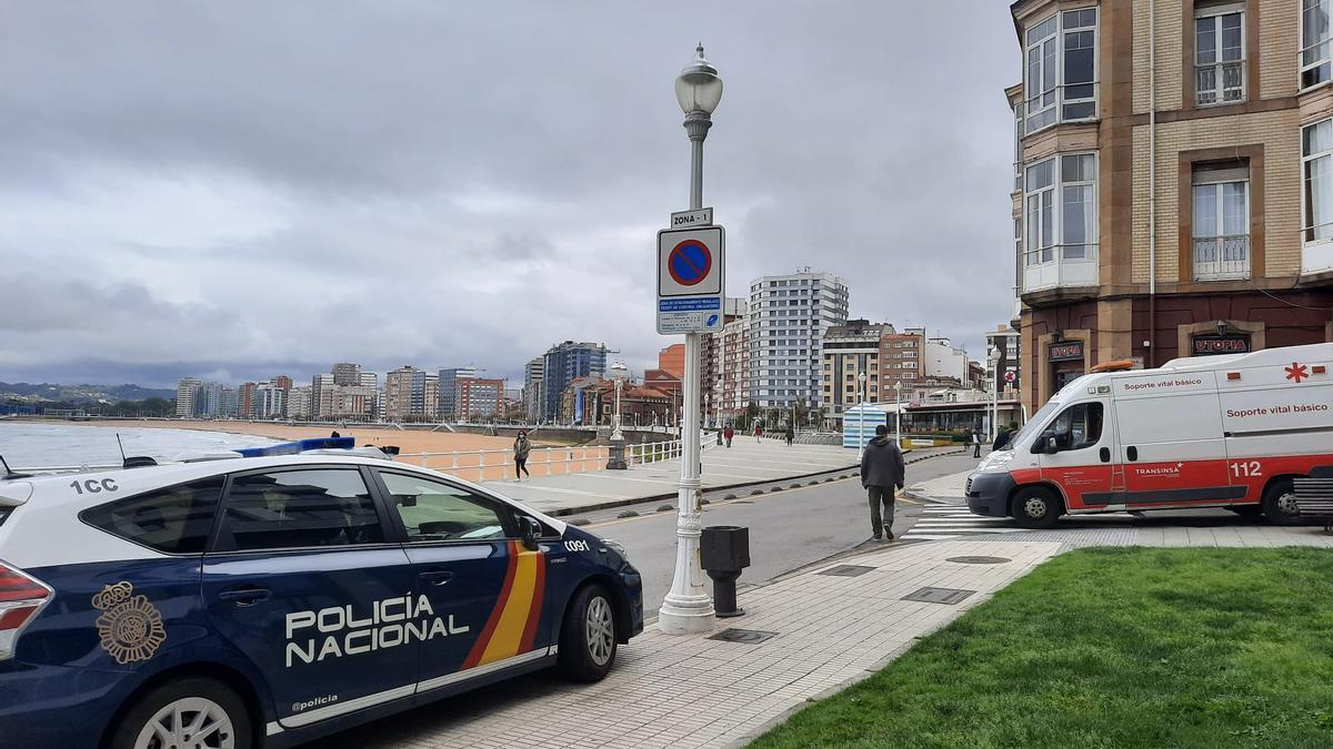 Policía y ambulancia, en la zona de la Escalerona.