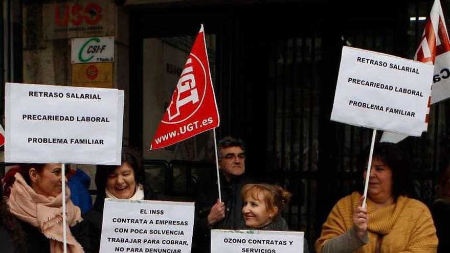 Las trabajadoras de limpieza del INSS denuncian meses de impago