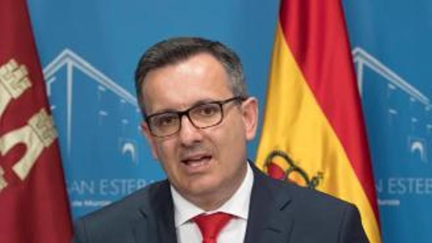 Conesa es el candidato mejor valorado, pero prefieren que gobierne López Miras