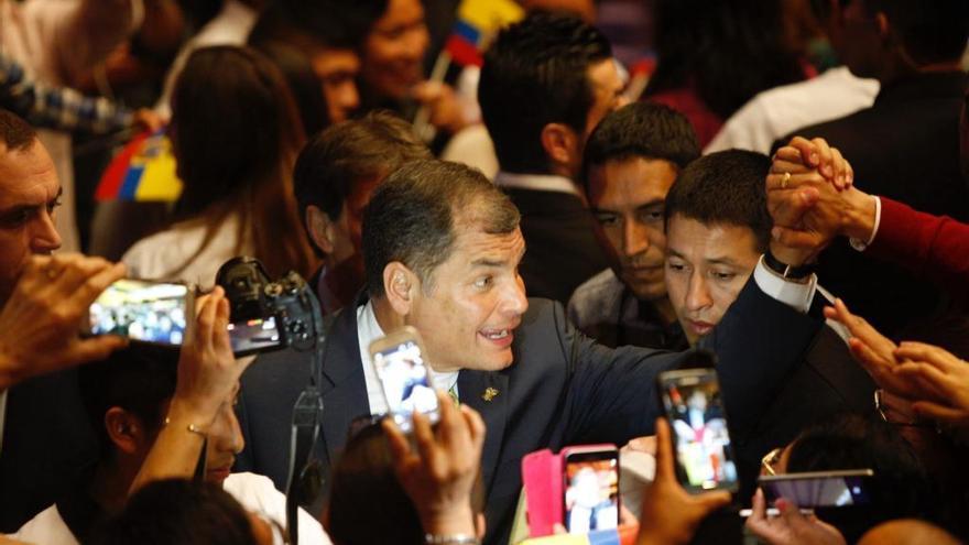 Baño de masas de Rafael Correa en Valencia