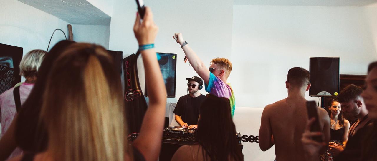 Imagen de archivo de una fiesta en una villa.