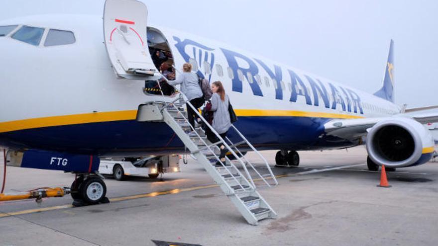 El Cabildo de Tenerife negocia con otras compañías las rutas que dejará de operar Ryanair