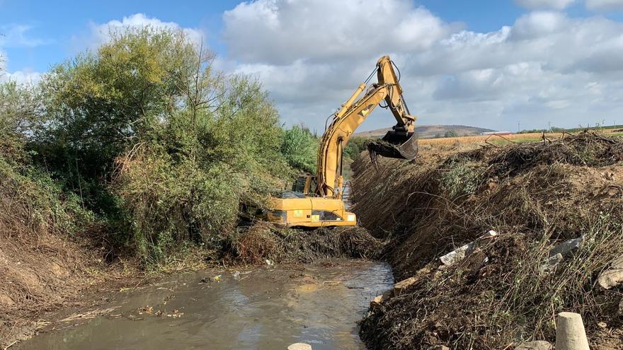 Comienzan la limpieza del Arroyo del Molar en Villanueva de la Serena