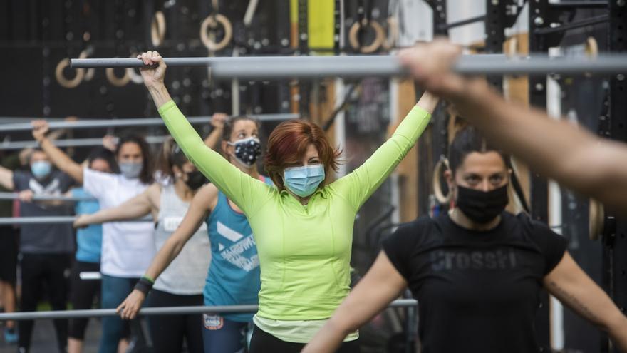Mascarilla, distancia y desinfectante: la vuelta a los gimnasios en la Comunitat