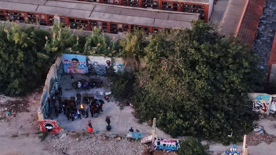 La policía desaloja a 50 personas en una fiesta ilegal en València
