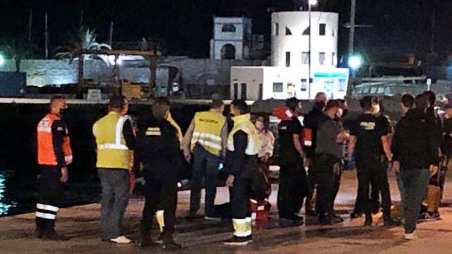 Rescatan a 17 personas de un ferri encallado en Formentera