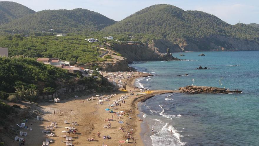 Aparece un cadáver en una playa de Ibiza
