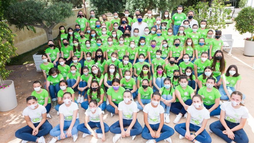 Convivencia de las candidatas a Bellea del Foc Infantil: cena de gala, juegos y visita del alcalde
