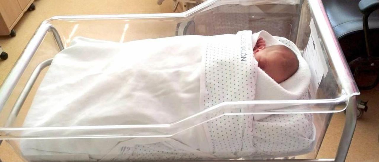 Una niña nacida en el Hospital de Riaño en septiembre del año pasado.