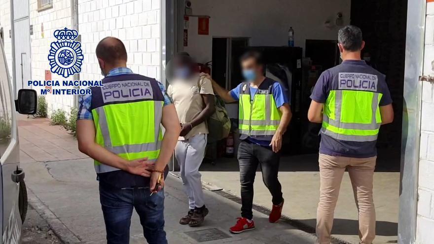 Dos detenidos por explotar a inmigrantes en una fábrica pagándoles a 0,58 € la hora