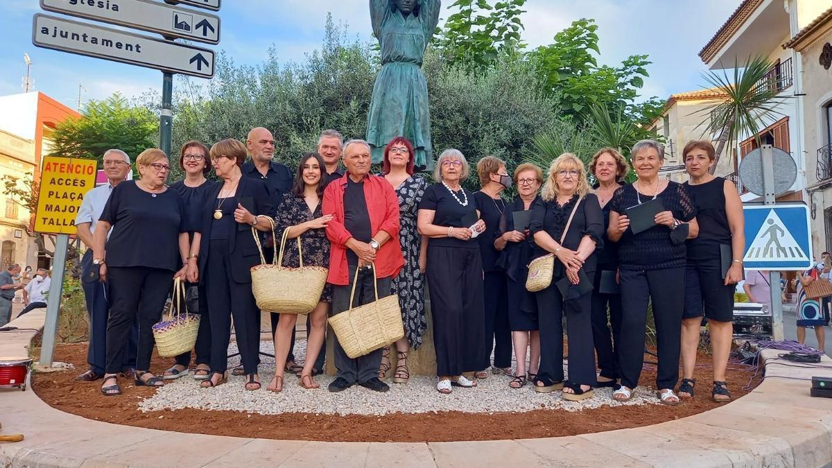 """Un momento de la inauguración de la escultura de """"Les Barxeres"""""""