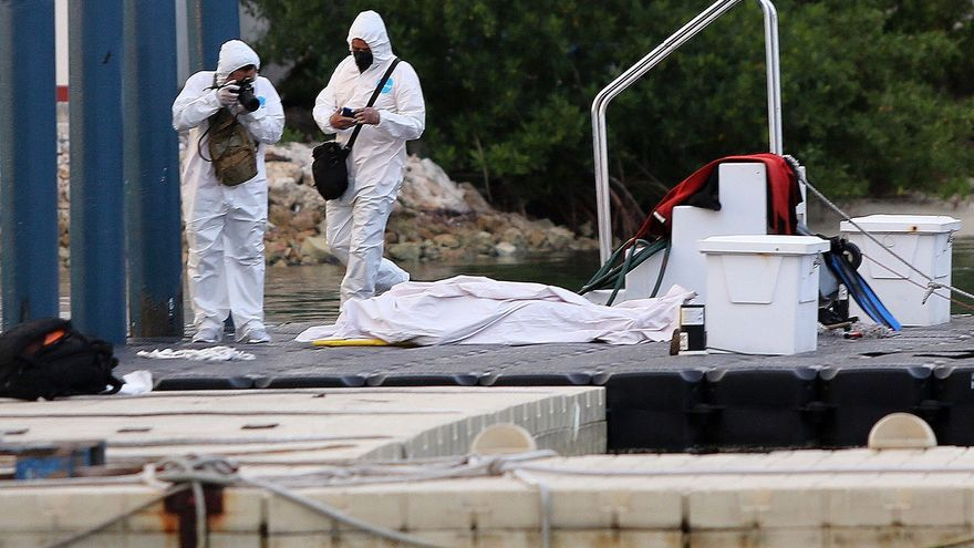 Tres fallecidos al hundirse una nave turística en el Caribe mexicano