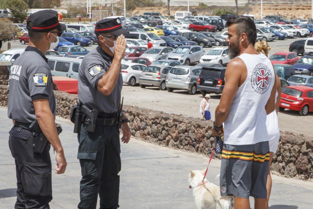 Control de la policía para el uso correcto de mascarillas