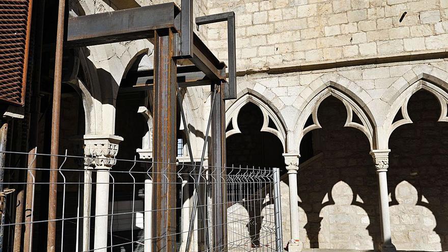 Cap més part del claustre de  Sant Domènec té perill de caure