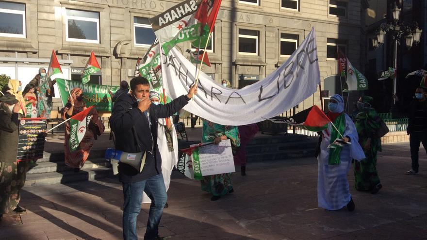 """Los activistas saharahuis piden el fin de la ocupación y la guerra con Marruecos: """"¡Sáhara libre!"""""""