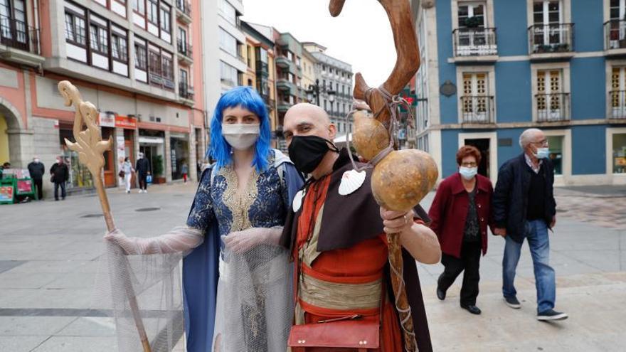 Olvap y Ennah saltan del libro a las calles de Avilés para promocionar el Camino de Santiago