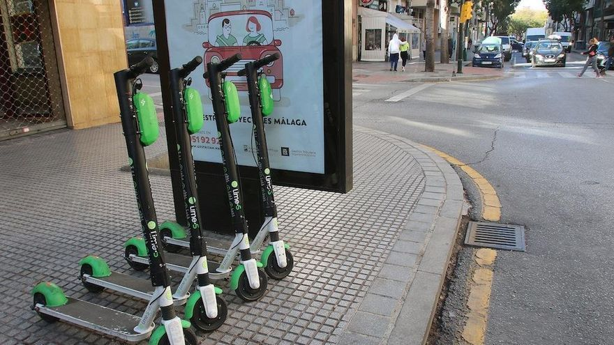 Controles en Málaga y Marbella para evitar que las bicis y los patinetes circulen por la acera