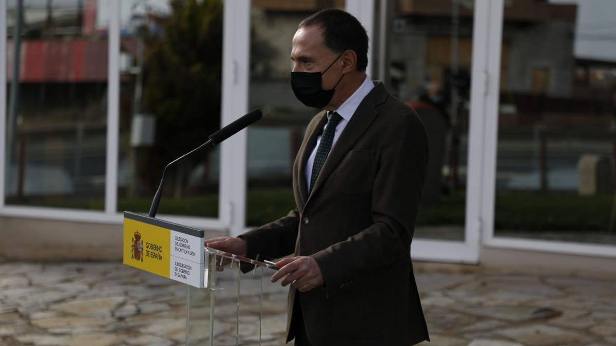El subdelegado del Gobierno, Ángel Blanco, presenta el plan de vialidad invernal 2020-2021 para Zamora.