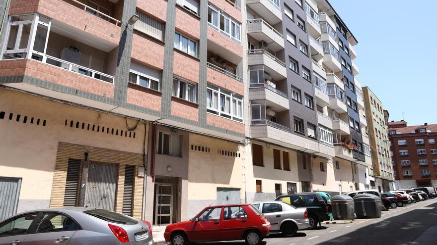 Fallece una mujer de 70 años al precipitarse por la ventana en Gijón