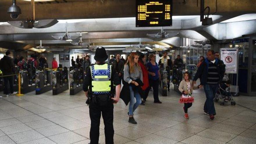 Detingut un jove per l'atac de Londres,  que manté el nivell d'alerta més elevat