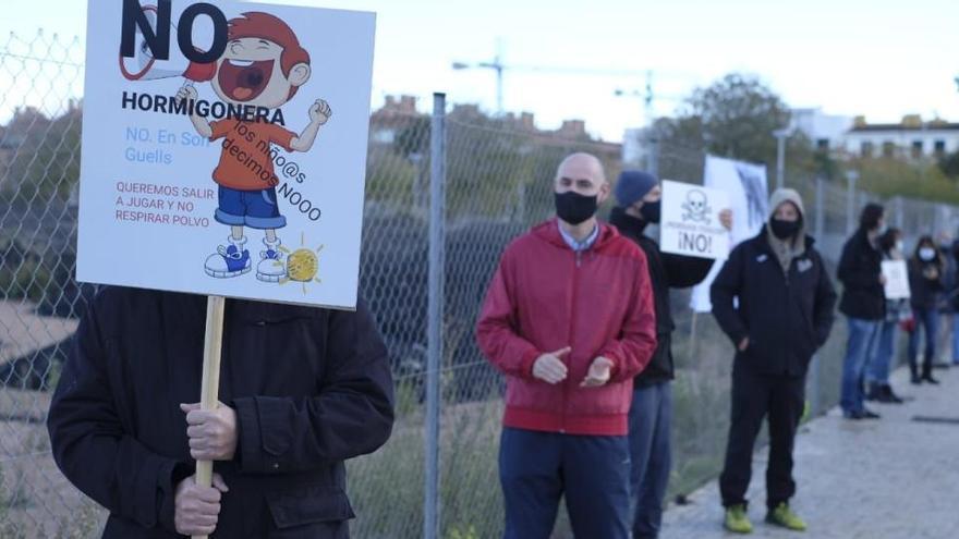 Menschenkette gegen Pläne für Betonwerk in Palma-Viertel