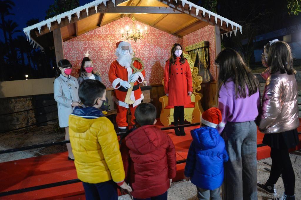 Así llega Papá Noel a Elche