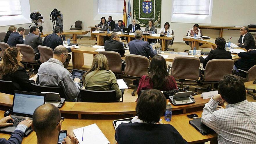 El auto de la quiebra de Caixa Galicia fuerza la reapertura de la comisión de las cajas