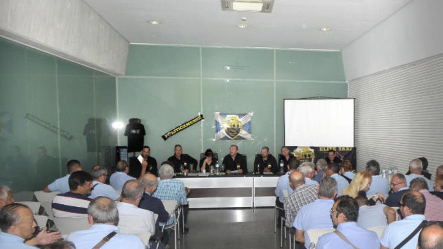 El colectivo Élite solicita reducir a medio millar las actuales 732 licencias