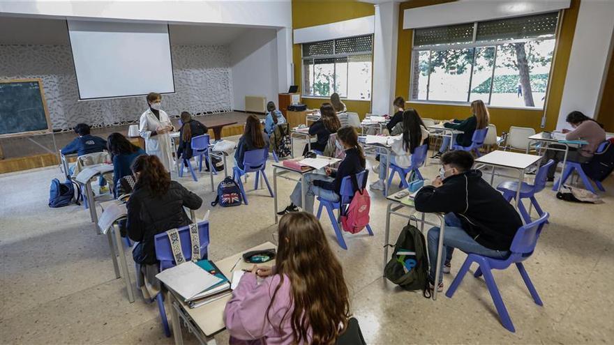 Educación regula el préstamo de los libros de texto para avanzar en la gratuidad