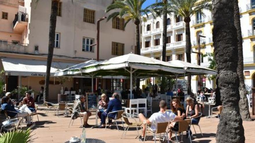 Los bares y restaurantes de Ibiza reclaman volver a sus horarios habituales